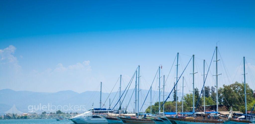 Deniz ve Güneşle Dolu Bir Mavi Yolculuk Tatili
