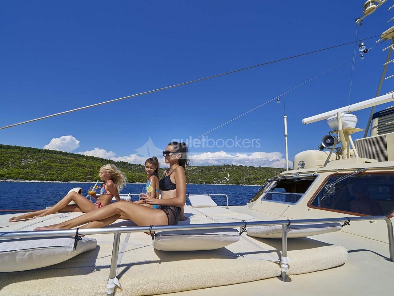Motor Yacht Play Fellow