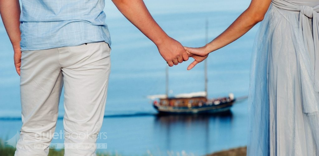 Yachts Specific to couples in love with the blues